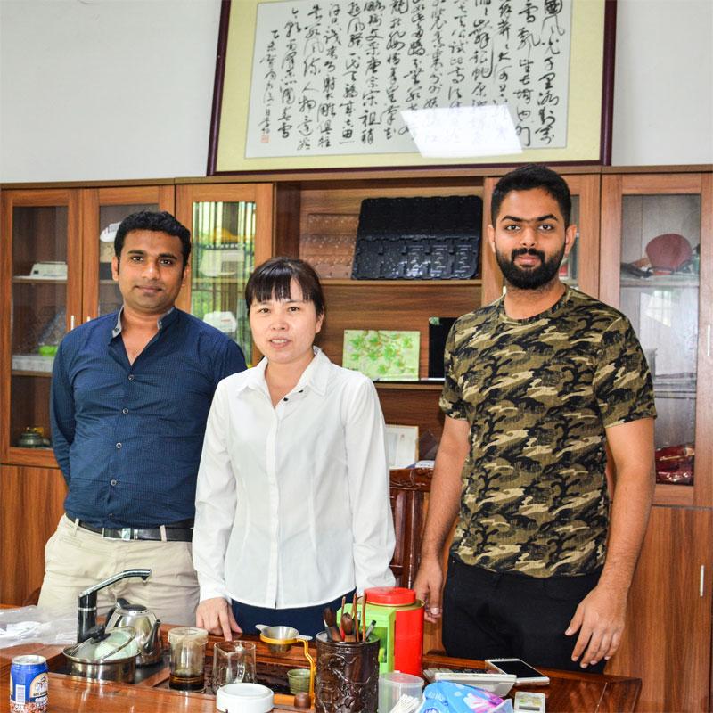 Clienții străini vizitează Sunyo